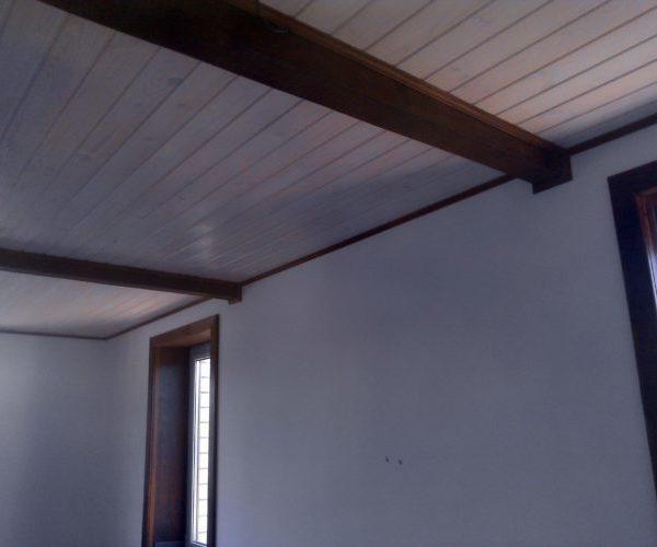 Отделка потолка под старину